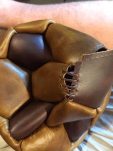 Выкройка футбольного мяча из кожи. Подробная инструкция.