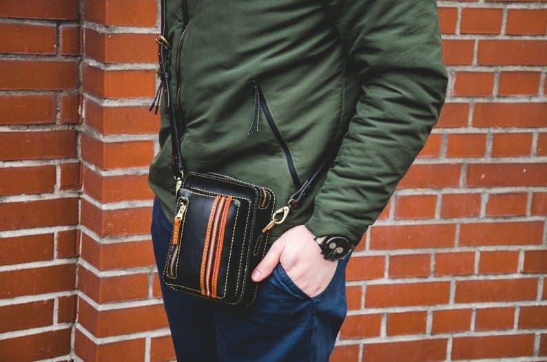 Мужская сумочка из кожи