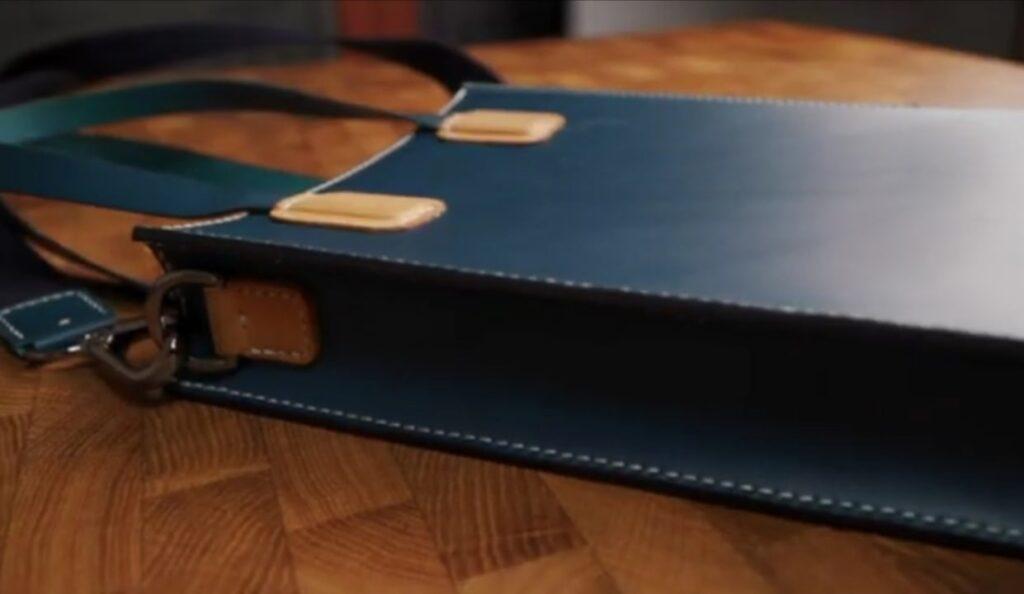 Сумочка для планшета из кожи